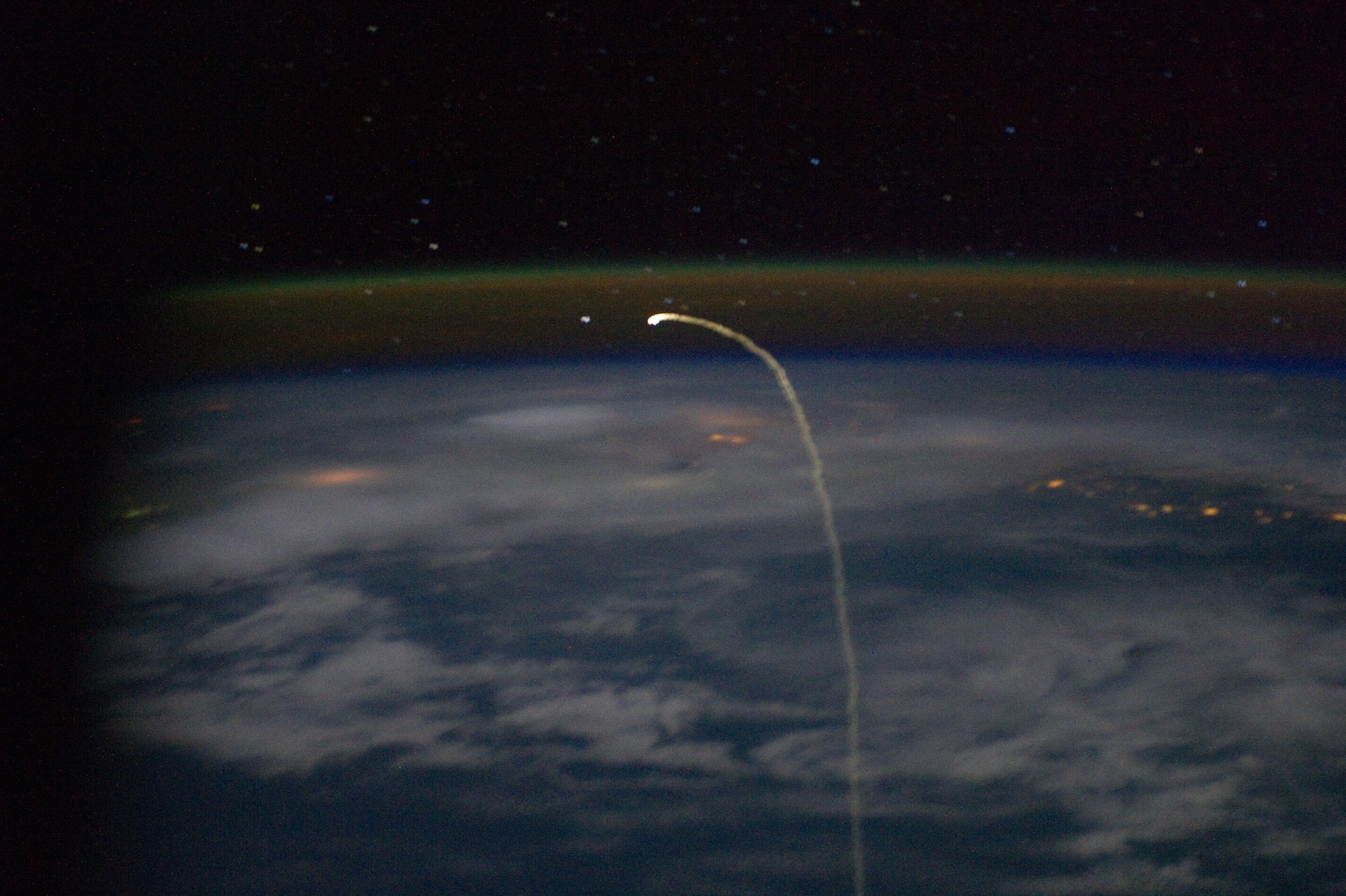 space shuttle atlantis reentry - photo #1
